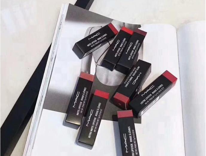 厂家化妆品高档口红香水批发